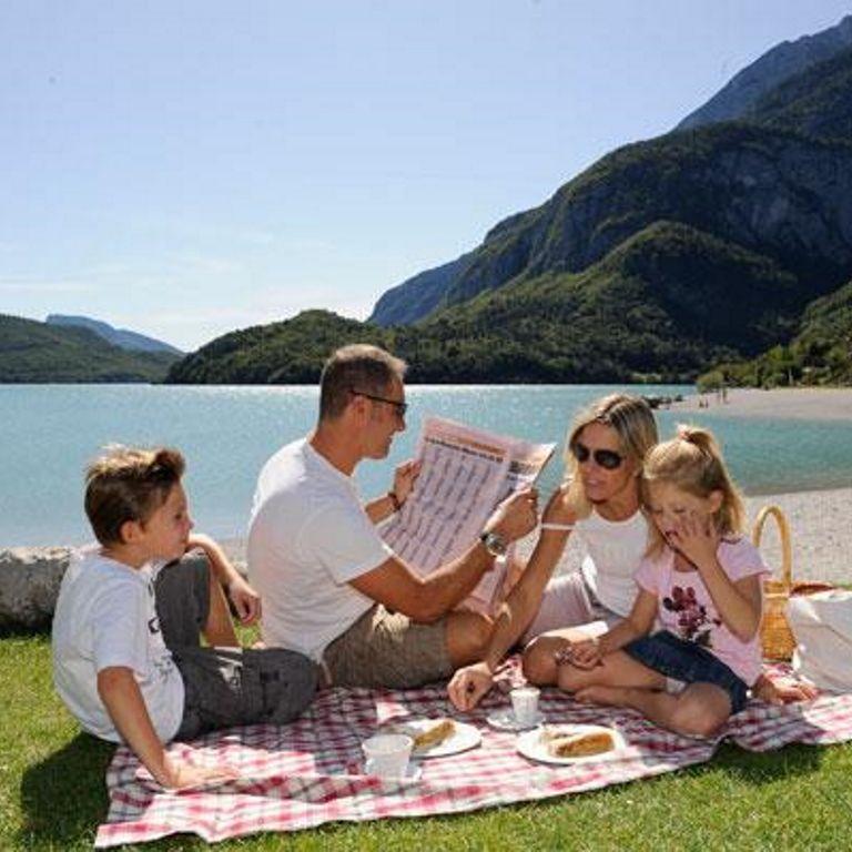 Rilassati con la famiglia sul Lago di Molveno